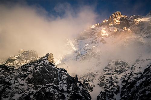 Mighty Giants - munti, munte, muntii, muntii bucegi, bucegi, apus, apus pe munte, malaiesti, uriasi, giganti, hues, hue, nuante, nuanta, peisaj, fotografie, photography, landscape, landscape photography, fotografie de natura, natura, inima naturii, fotografie de peisaj